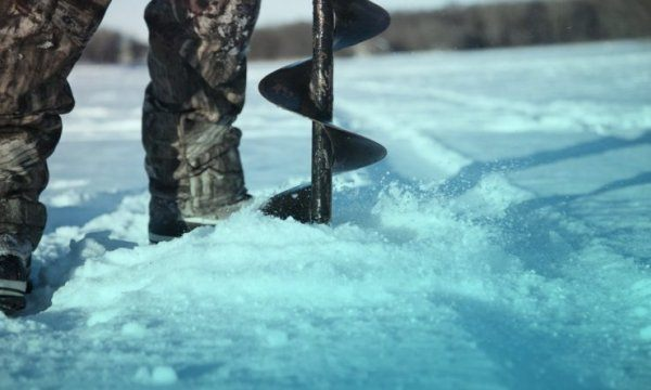 How to Buy the Best Hand Ice Auger